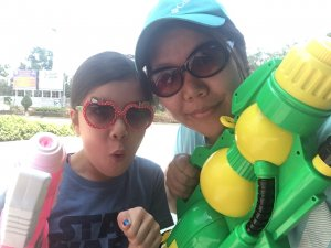 Roobs and Suewan with waterguns